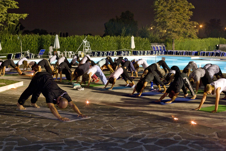 Hatha yoga sotto le stelle